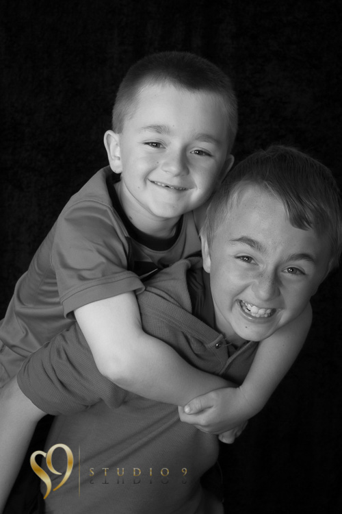 Brothers having fun. Portraits by studio9.